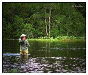 Eva med fast fisk. Foto: Espen Pedersen