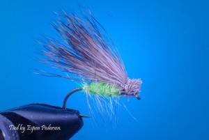 En Elkhair Caddis variant med grønn icedubbing.  Bundet av Espen Pedersen. Trykk bildet for mer.